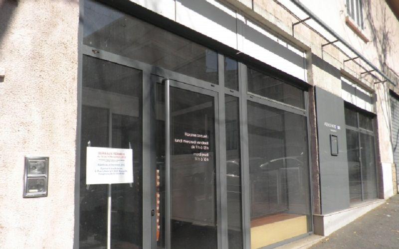 Locaux commerciaux et bureaux a louer  13015 Marseille