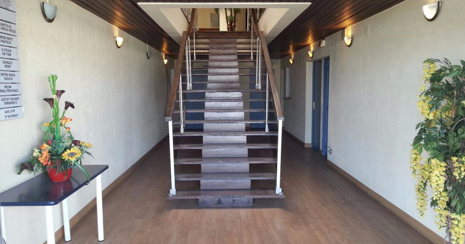 Immeuble indépendant à vendre en r+1 à la ciotat 13600 La Ciotat
